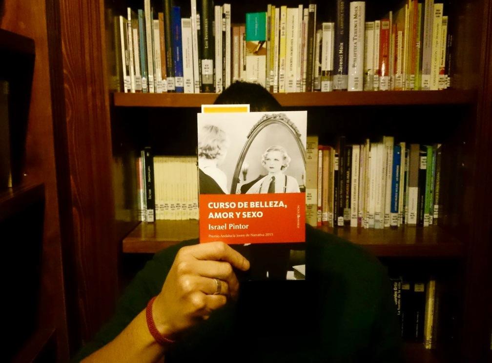 """El escritor mexicano David Ledesma, desde la (cito) """"Fundación Tony Galouise""""."""